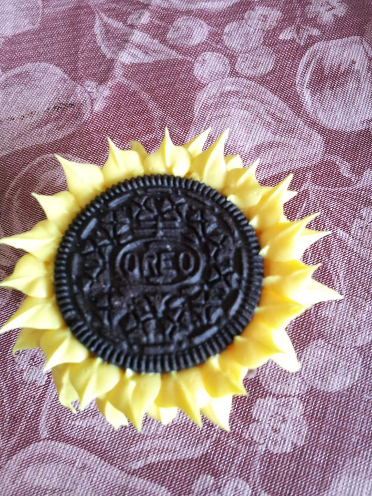 تزئین کاپ کیک به شکل گل آفتابگردان