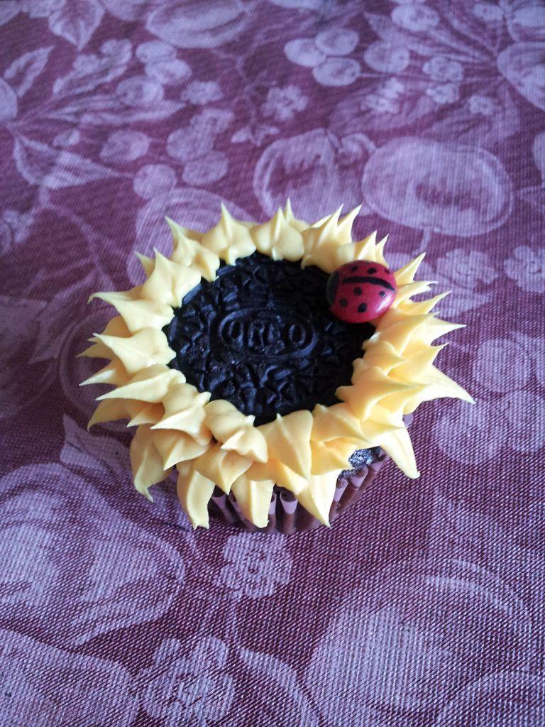 کاپ کیک مجلسی - تزیین کاپ کیک به شکل گل آفتابگردان