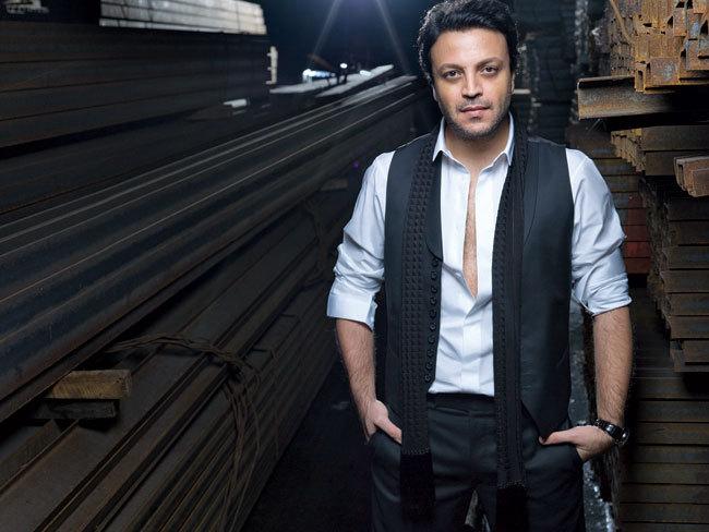 زهیر در بیروت به دنیا آمده است و یکی از پرآوازه ترین طراحان لباس در جهان است.