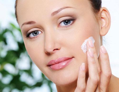 راهنمای انتخاب کرم مرطوب کننده - لطافت و شادابی پوست