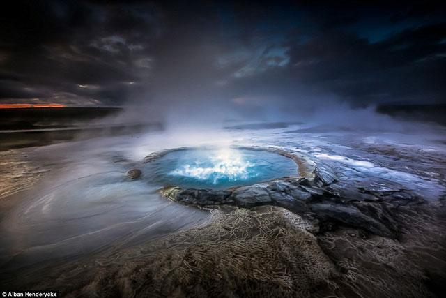 عکس شبکه غارهای یخی واتنا جوکول و چشمه های آبگرم