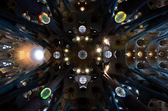 کلیسای خاندان مقدس - زیباترین سقف های جهان - معماری