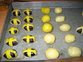 دست پیچ , طرز تهیه دست پیچ خرما , تزیین خرما , تزئین خرما , تزیین خرما برای سفره افطار , تریین سفره افطار