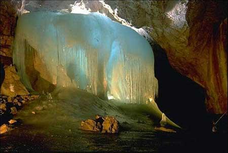 غار یخی چما سردترین نقطه خاورمیانه