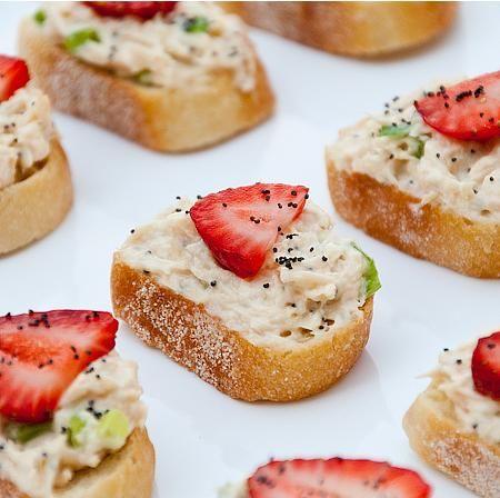 طرز تهیه سالاد مرغ با توت فرنگی - انواع سالاد - آموزش آشپزی