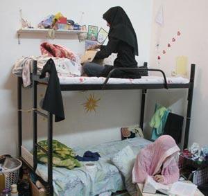 همجنس بازی در خوابگاه های دختران,هم جنس بازی,برهنه شدن دختران در محوطه