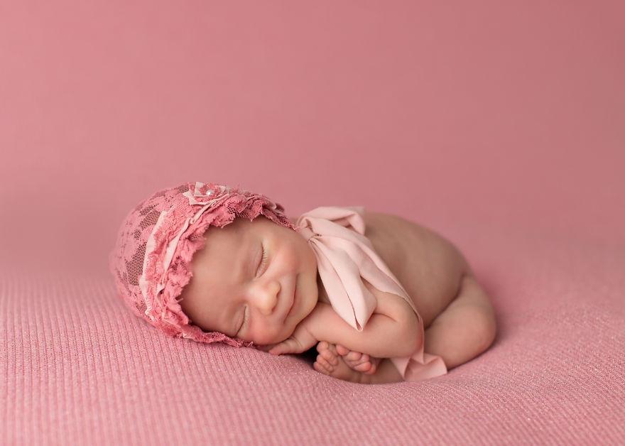عکس هایی از لبخند شیرین و زیبای نوزادان در خواب - عکس نوزاد - عکاسی از نوزادان