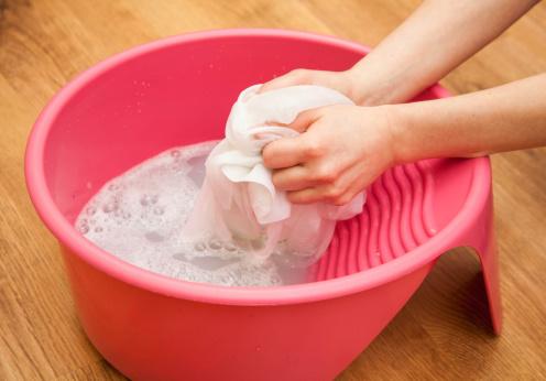 شستن دستی پارچه