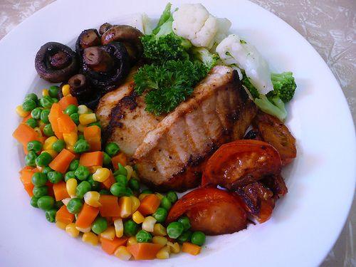 طرز پخت ماهی و سبزیجات در فر - طرز تهیه ماهی رژیمی