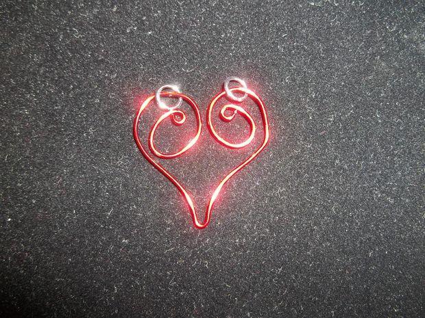 ساخت گوشواره قلبی با سیم لاکی