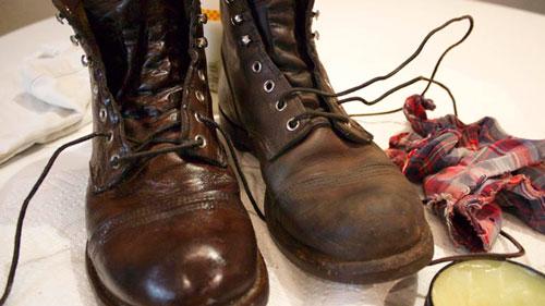 روش تمیز کردن کفشهای چرمی