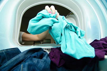 راهنمای شستشوی انواع لباس - نحوه شستن لباس