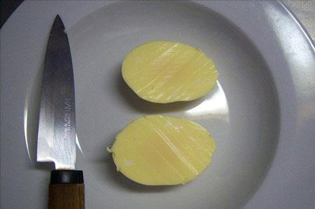 طرز تهیه تخم مرغ آب پز با زرده و سفیده مخلوط