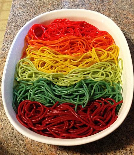 طرز تهیه ماکارونی رنگین کمانی - ماکارونی رنگی