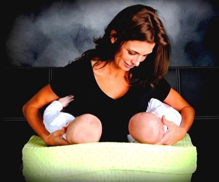 شیر دادن به دوقلوها - شیردهی به دو قلوها