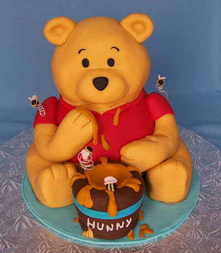 تزیین کیک تولد با طرح خرس پو