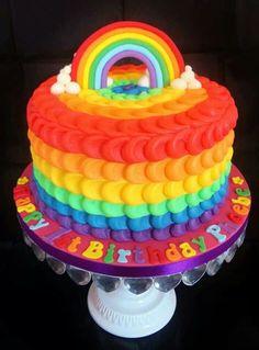 تزیین کیک تولد با تم رنگین کمان