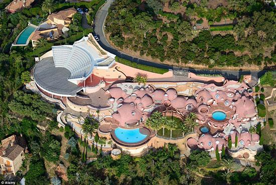 قصر حباب ها، زیباترین هتل سورئال جهان