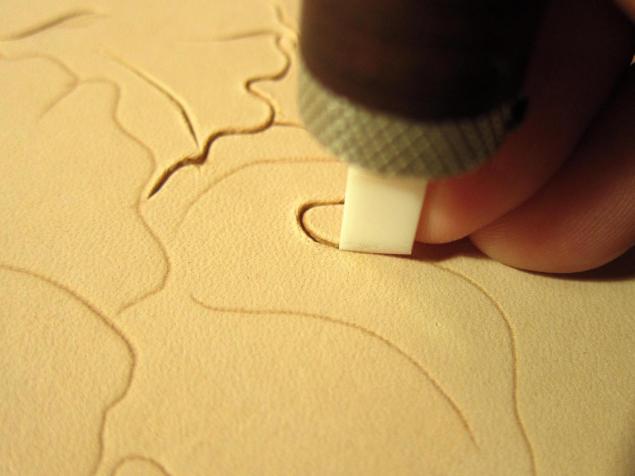 آموزش حکاکی کردن روی چرم - قلم زنی چرم