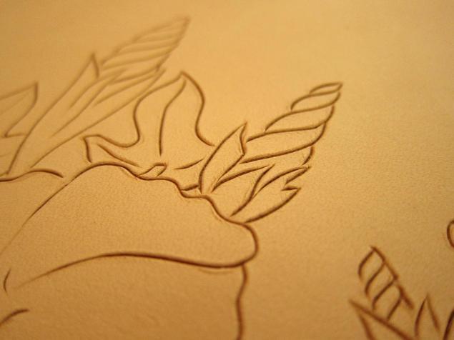 آموزش حکاکی روی چرم - قلم زنی چرم