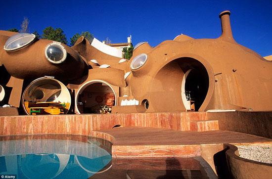 قصر حبابها، زیباترین هتل سورئال جهان
