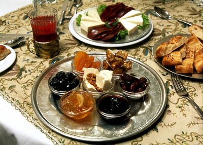 تغذیه صحیح روزه داران  - سحر چه بخوریم - تشنگی در ماه رمضان