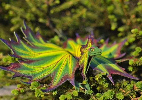 اژدها و موجودات خیالی از برگ های پاییزی