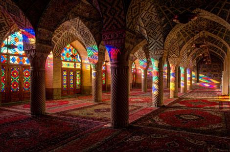 مسجد نصیرالملک شیراز رنگین کمان رنگ ها