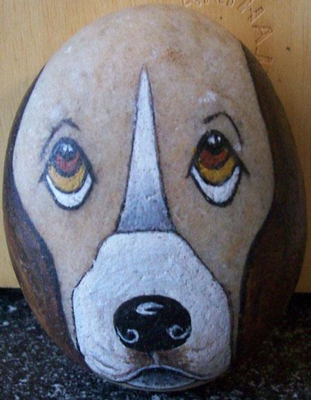 نقاشی روی سنگ به شکل سگ
