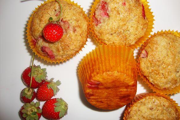 نان، شیرینی، دسر  , طرز تهیه مافین موز و توت فرنگی