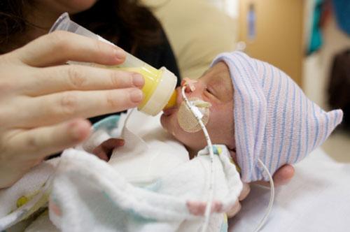 بارداری و زایمان  , پیشگیری از زایمان زودرس و علل و علایم آن