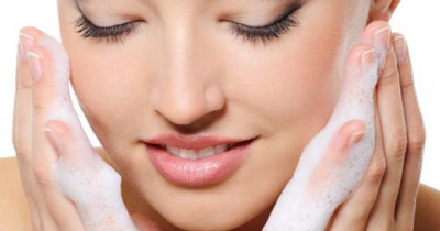 لیف زدن صورت - شستشوی صورت - پوست