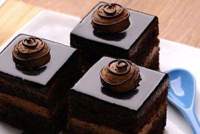 نان، شیرینی، دسر  , طرز تهیه شیرینی تر شکلاتی فوری بدون پخت