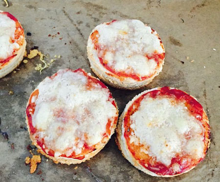 طرز تهیه پیتزای لولی- Pizza Lollies