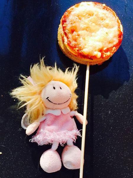 طرز تهیه پیتزا لولی- Pizza Lollies