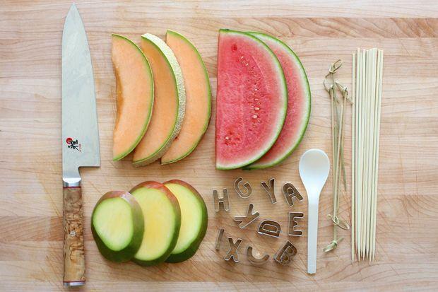 میوه آرایی - تزیین میوه به شکل حروف