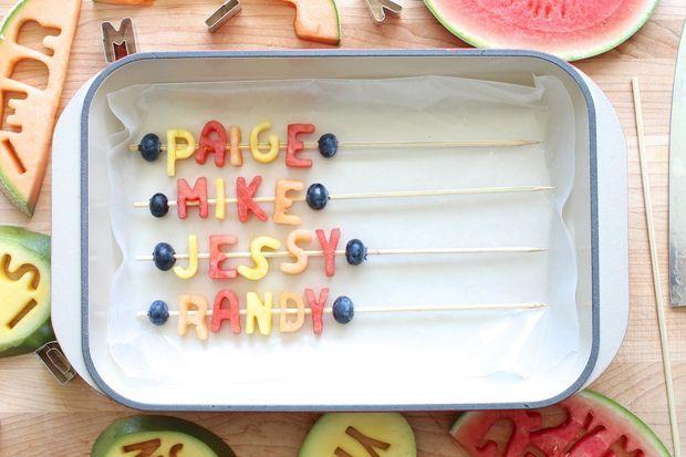 میوه آرایی - تزیین میوه به شکل حروف الفبا - تزیین نوشیدنی