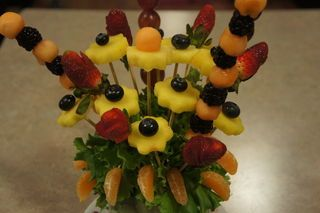 آموزش تصویری میوه آرایی شب یلدا - تزیین میوه به شکل گلدان گل