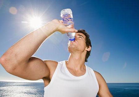 اهمیت نوشیدن آب