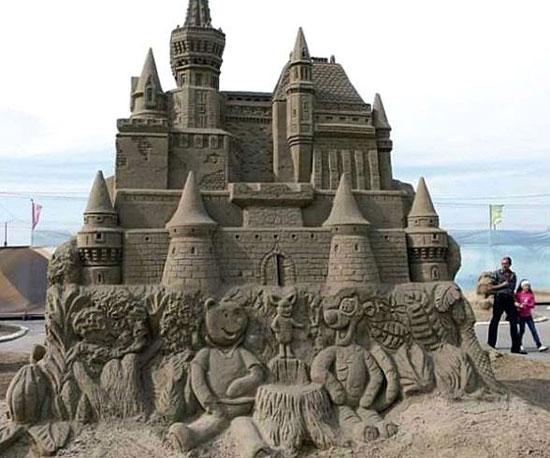 قلعه های شنی ساخته شده کنار ساحل