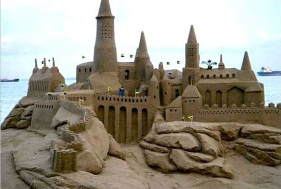 قلعه شنی ساخته شده کنار ساحل