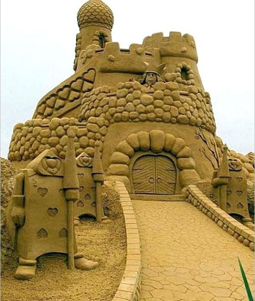 جشنواره ساخت قلعه شنی - مجسمه شنی