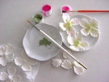 ساخت گل برای تزیین کیک - درست کردن گل با خمیر فوندانت