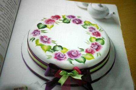رسم طرح های زیبا روی کیک - تزیین کیک