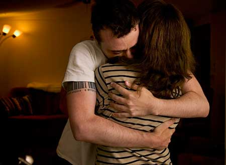 husband-wife-hugging  بغل کردن همسر