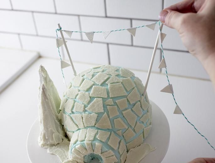 نان، شیرینی، دسر  , تزیین کیک تولد شکل کلبه یخی