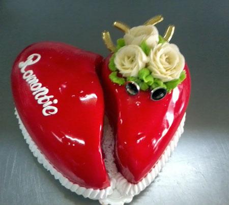 تزیین کیک به شکل قلب شکسته