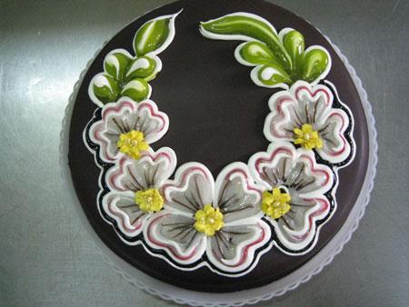 تزیین کیک تولد با طرح گل