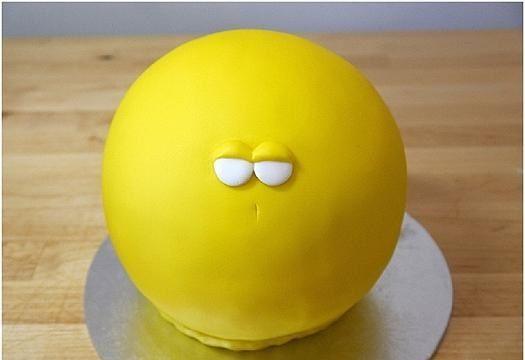 آموزش تصویری تزئین کیک تولد به شکل جوجه طلایی