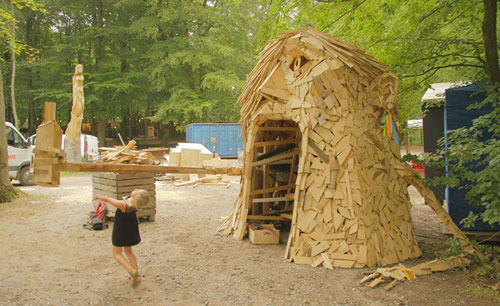 Thomas Dambo ساخت مجسمه با چوب قراضه و تخته پاره